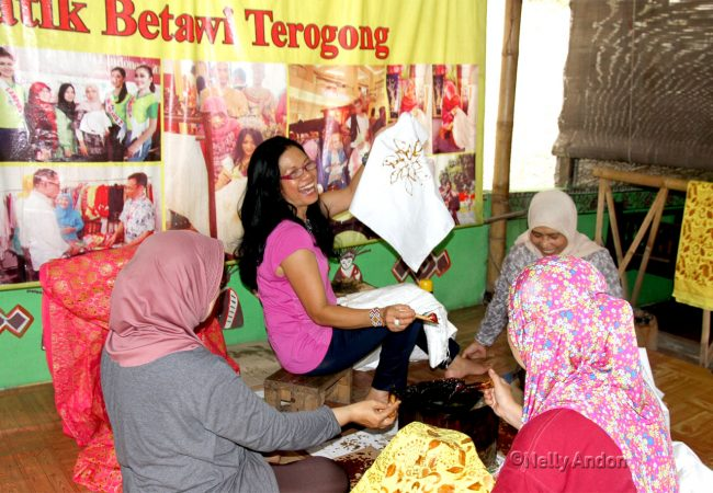 Learning to become a Batik artist – at Terogong Batik Studio, Jakarta