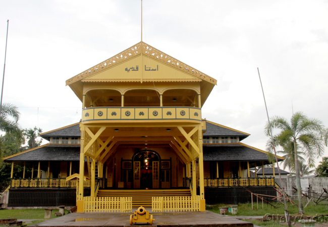 Pontianak city tour 2016, Visiting the golden kingdom